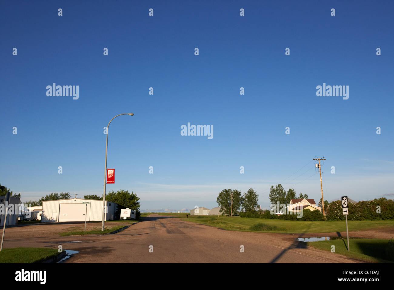 empty road junction in rural michigan north dakota usa united states of america - Stock Image