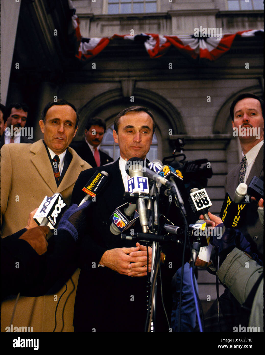 William Bratton appears with Mayor Rudy Giuliani  at Giuliani's announcement of the appointment of Bratton a - Stock Image