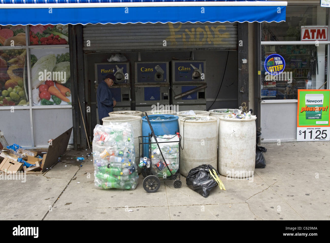 Vending machines where bottle collectors can exchange aluminum, glass and plastic for cash. Flatbush Avenue, Brooklyn, - Stock Image