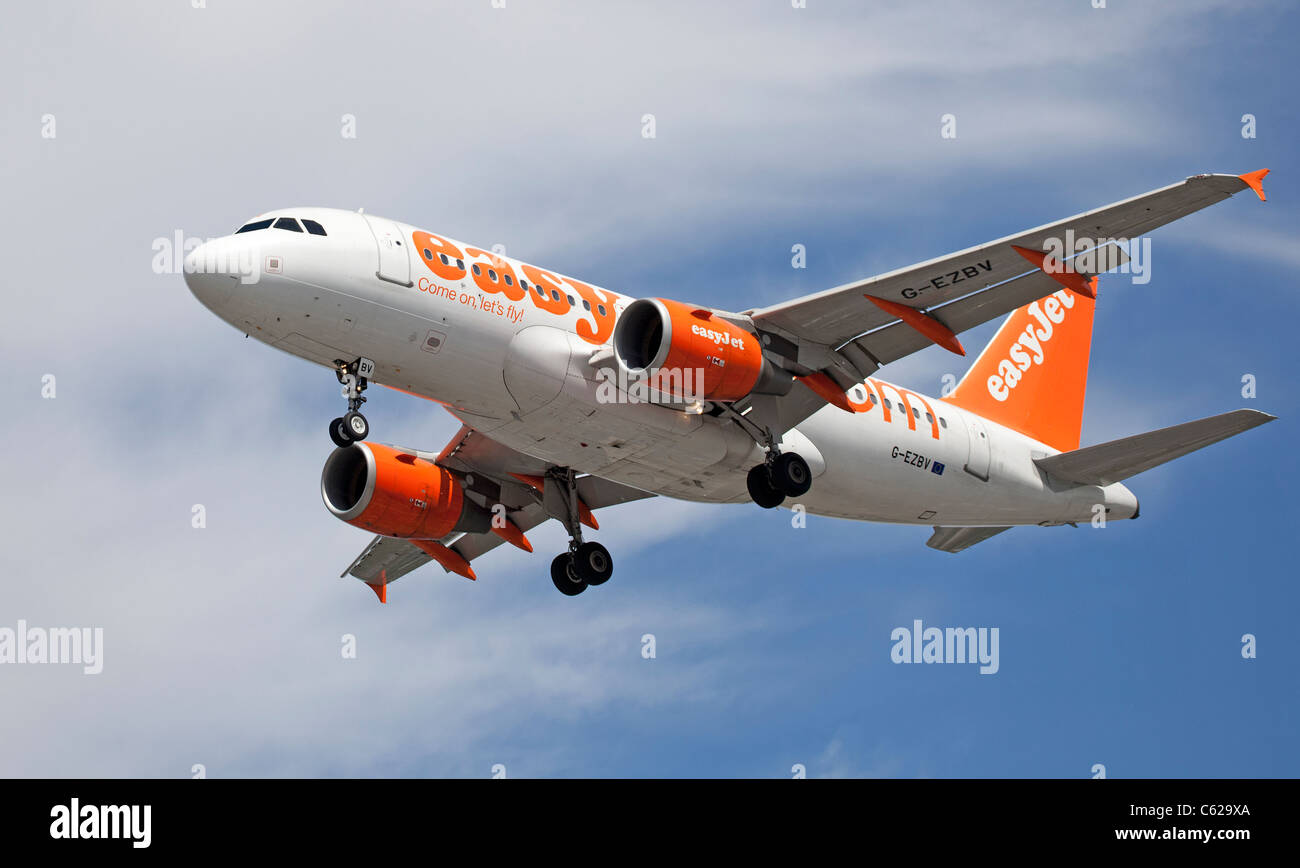 EasyJet airliner coming in to land at Gatwick Airport, England. - Stock Image