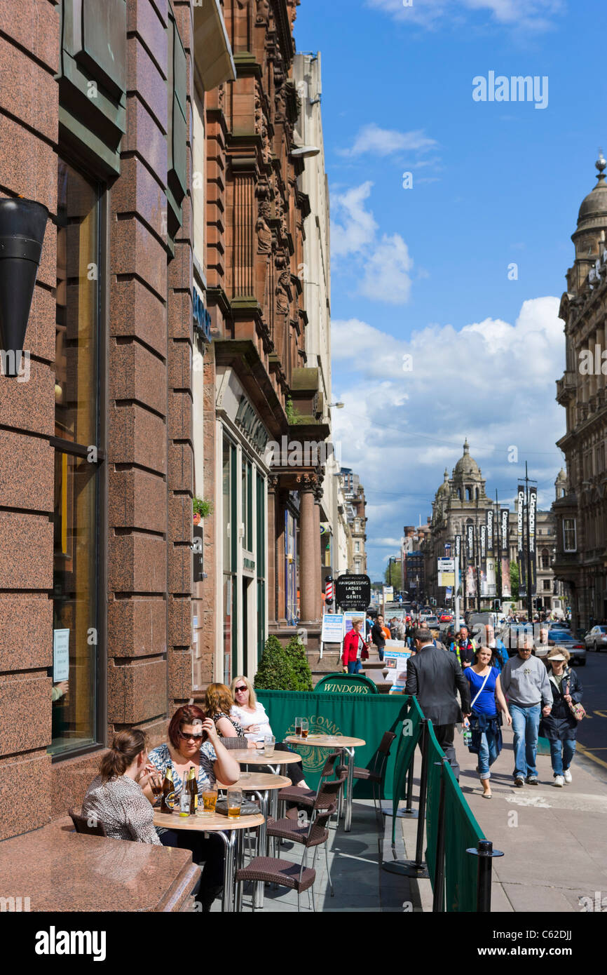 Terrace of a pub on Buchanan Street in the city centre, Glasgow, Scotland, UK - Stock Image