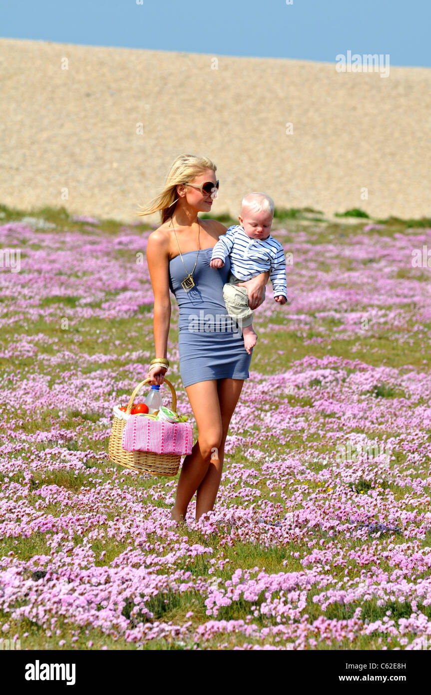 Mother and baby going for a picnic, Britain, UK - Stock Image