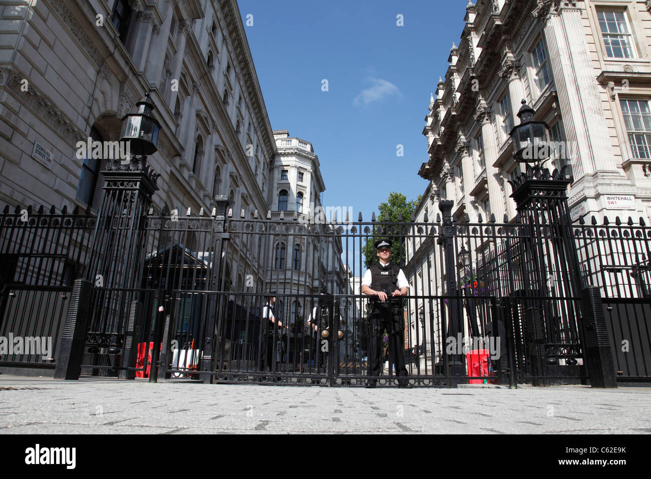Armed Police guard the entrance to Downing Street, Westminster, London, England, U.K. - Stock Image