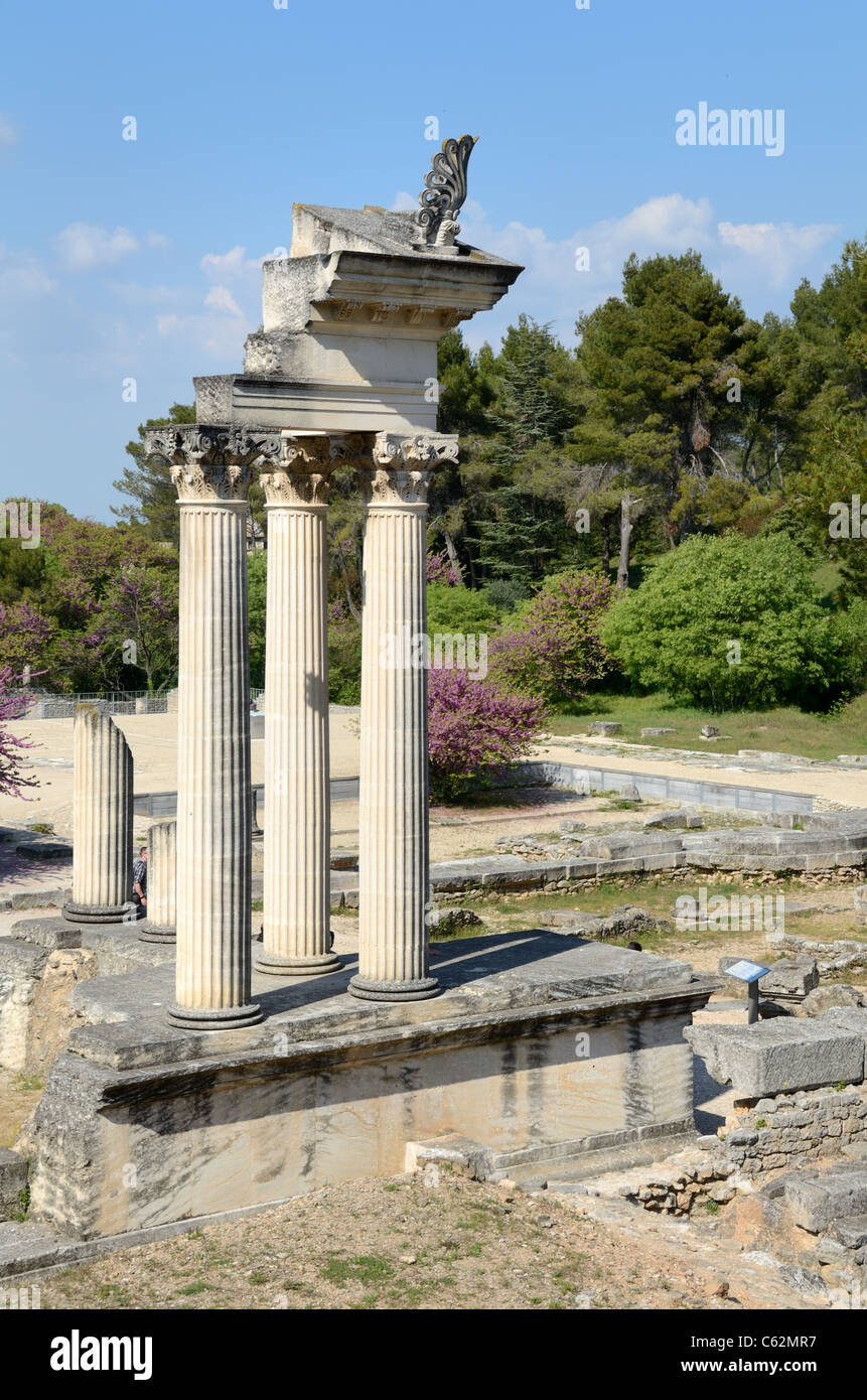 Roman Temple and Corinthian Columns at the Roman Ruins of Glanum, near Saint-Rémy-de-Provence, Provence, France Stock Photo