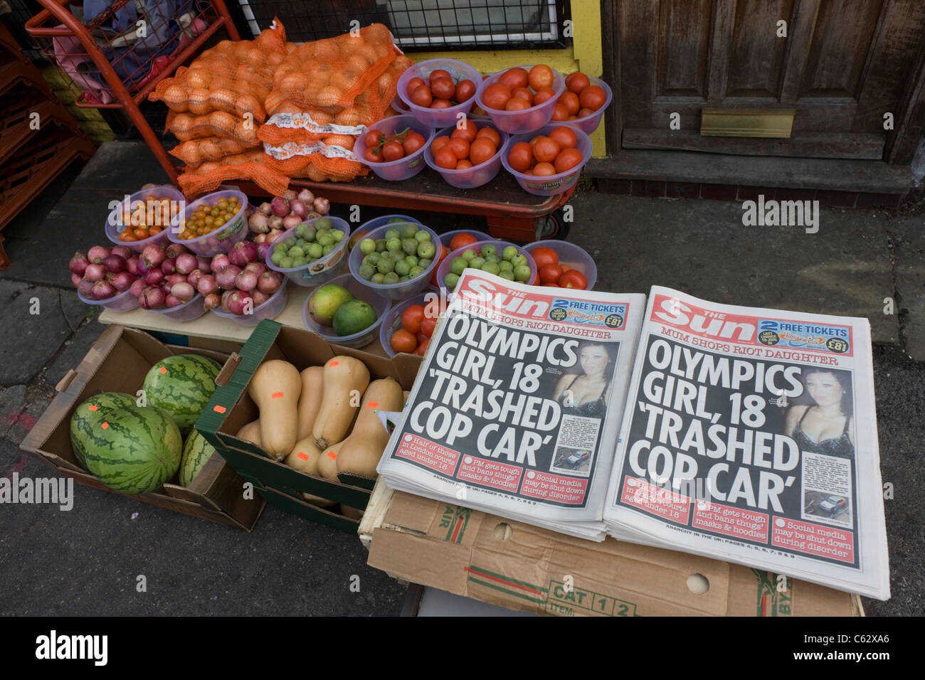 Looter and rioting headlines from the Sun newspaper in Clarence Road, Hackney. Stock Photo