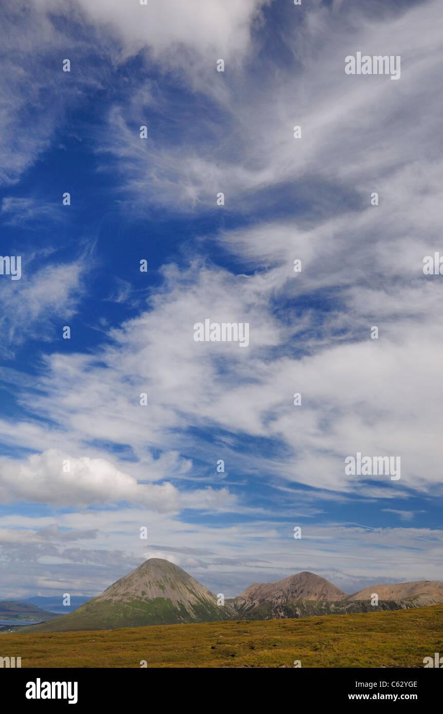 Dramatic Wispy cloudy skies above Glamaig, Isle of Skye, Scotland - Stock Image