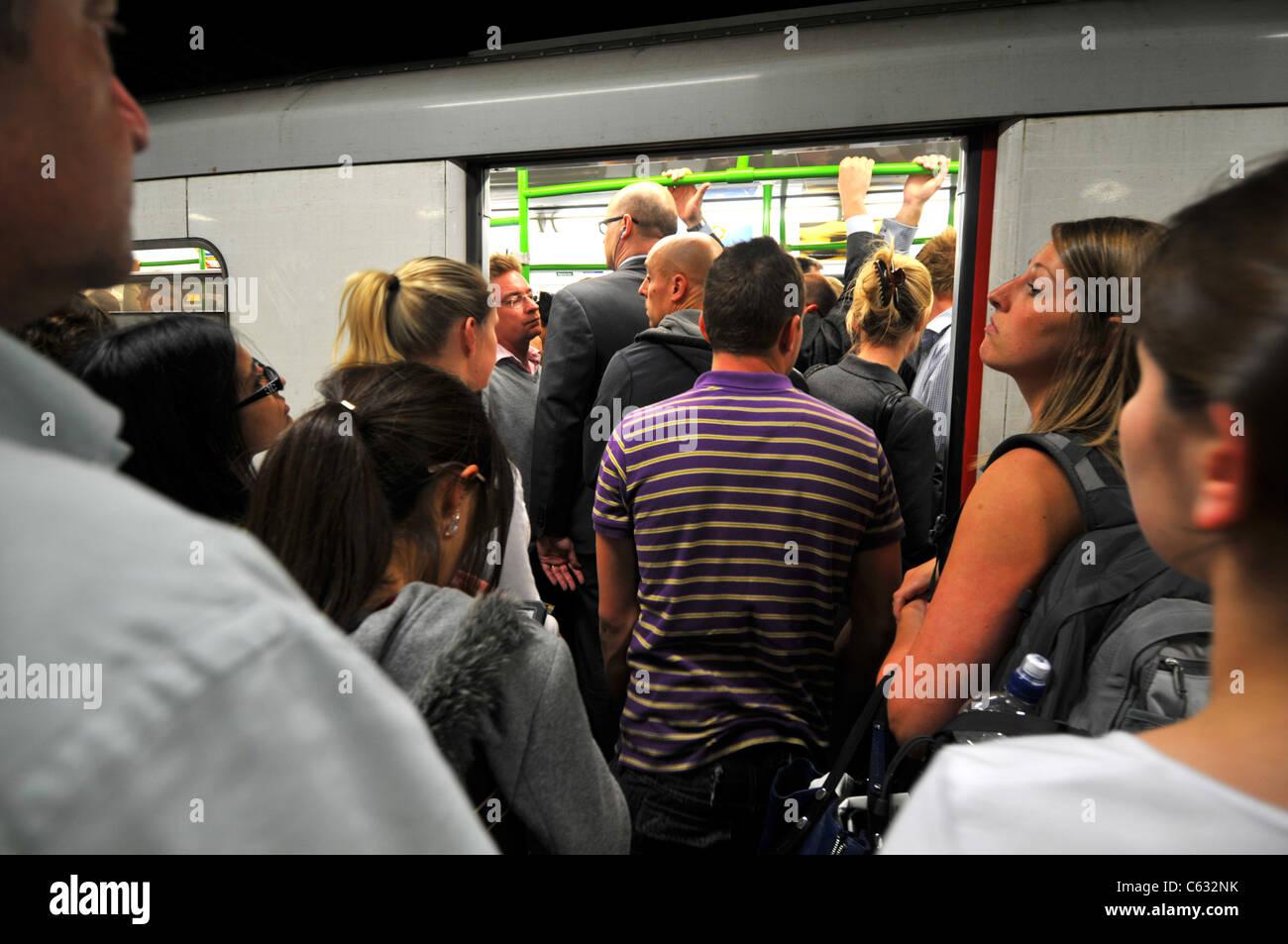 Rush hour, London underground, South Kensington tube station, London, Britain, UK - Stock Image