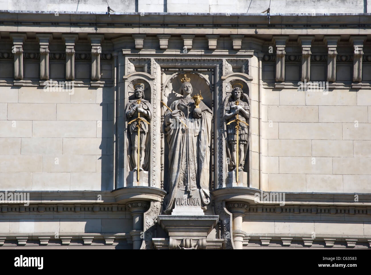 alfred drury's  statue of queen victoria above the main entrance to the victoria and albert museum, london, - Stock Image
