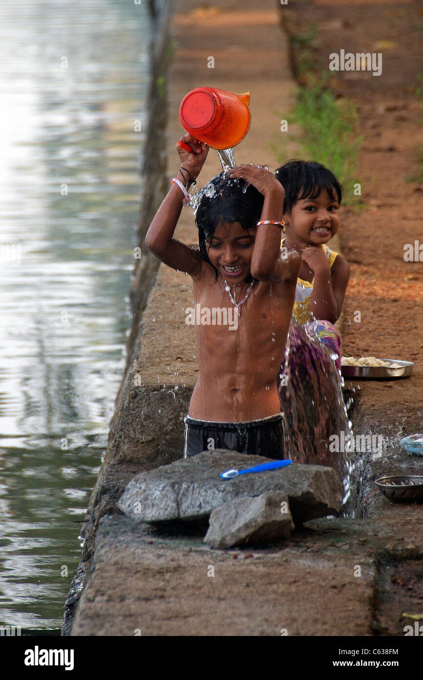 Kerala village naked bath girls — photo 5