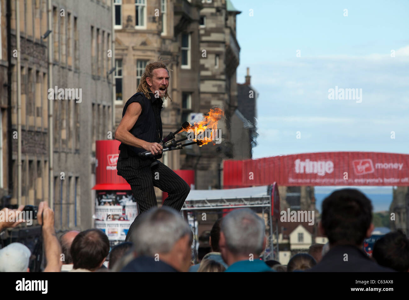 A juggler performs for the crowds on Edinburgh's Royal Mile, during the 2011 Edinburgh Festival. - Stock Image