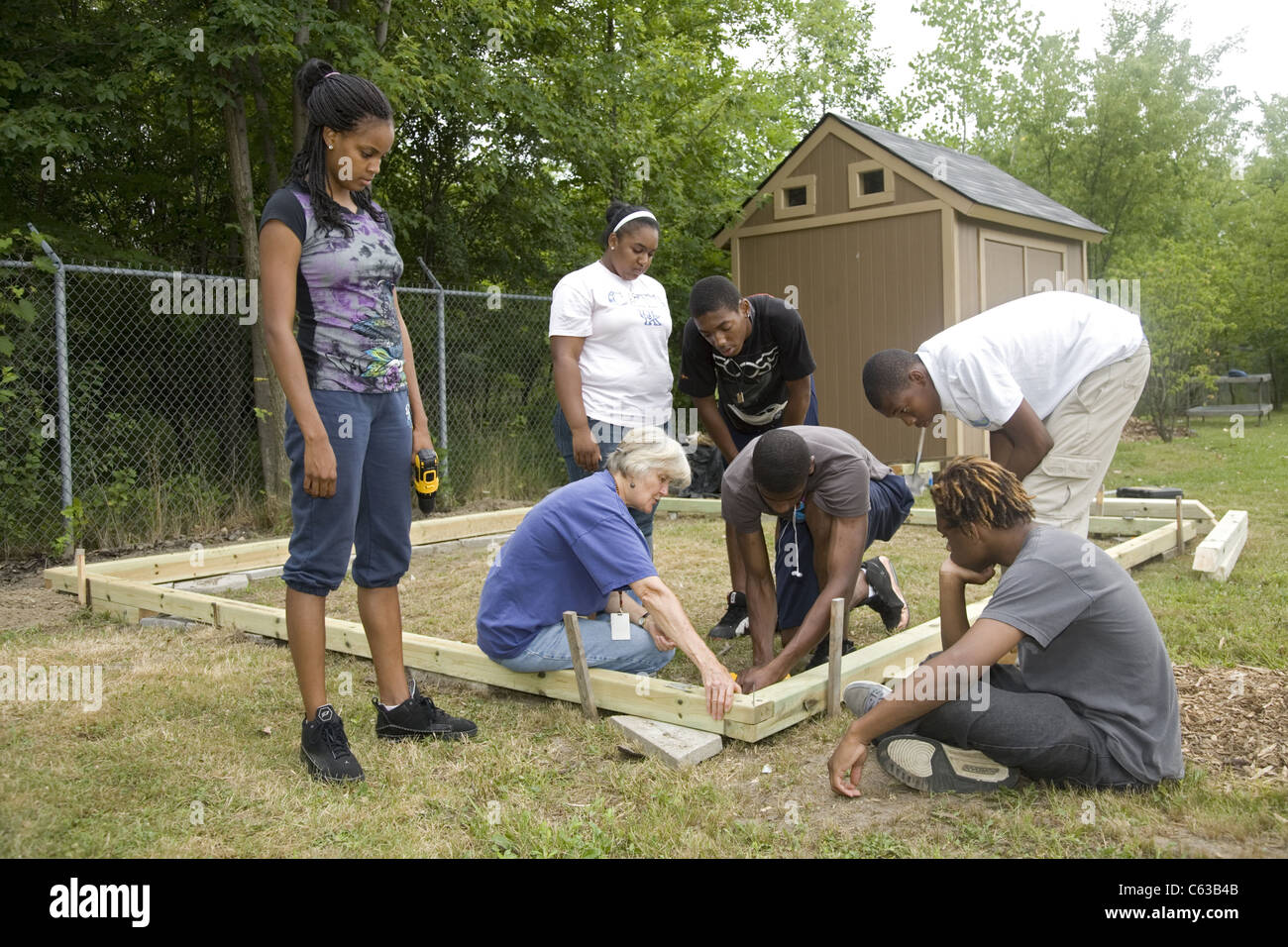 Brightening Brightmoor neighborhood summer project employs local youth and an international group of volunteers - Stock Image