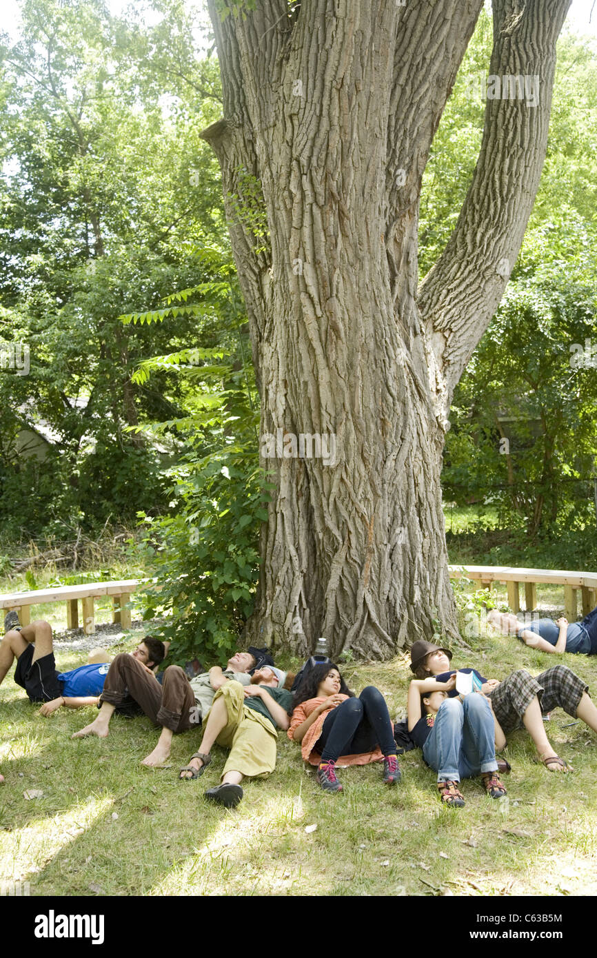 Volunteers take a rest on a hot summer day while working to put in a park in the ravaged Brightmoor neighborhood - Stock Image