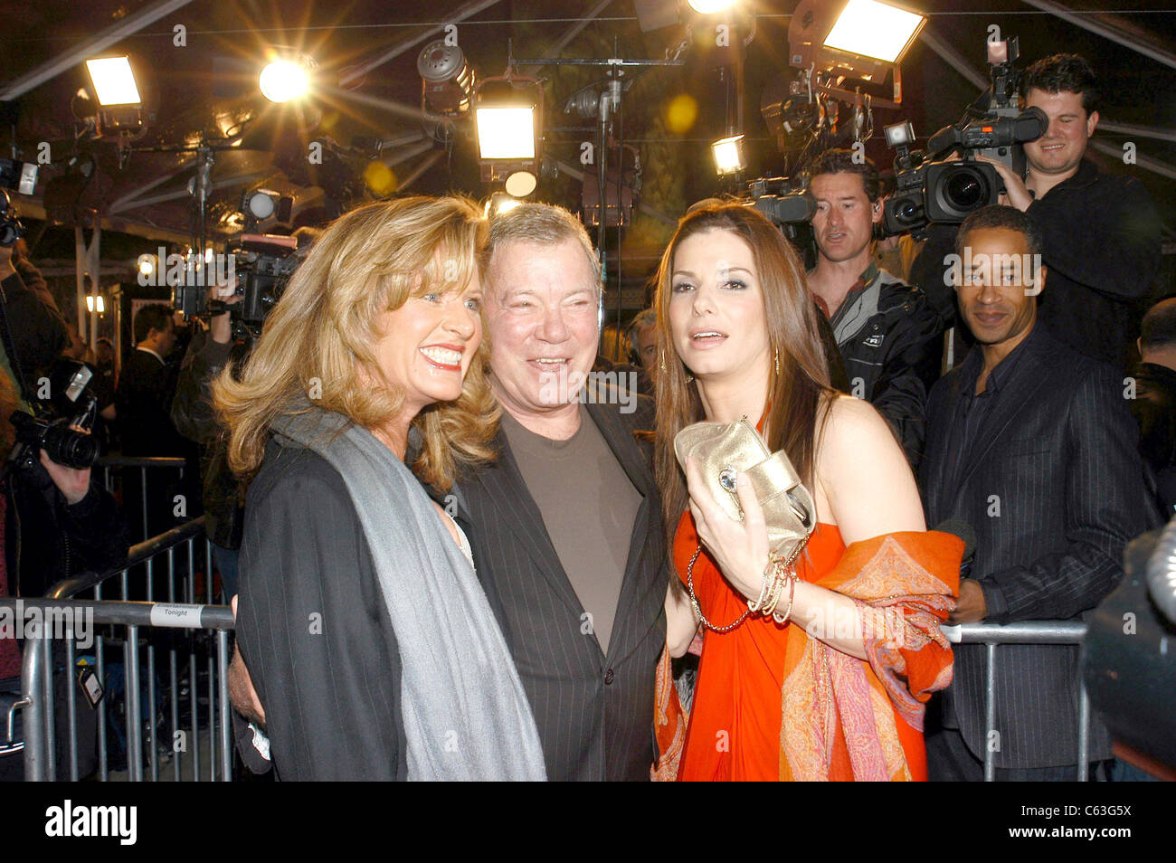 William Shatner, Sandra Bullock at arrivals for MISS CONGENIALITY 2 Premiere, Grauman's Chinese Theatre, Los Angeles, Stock Photo