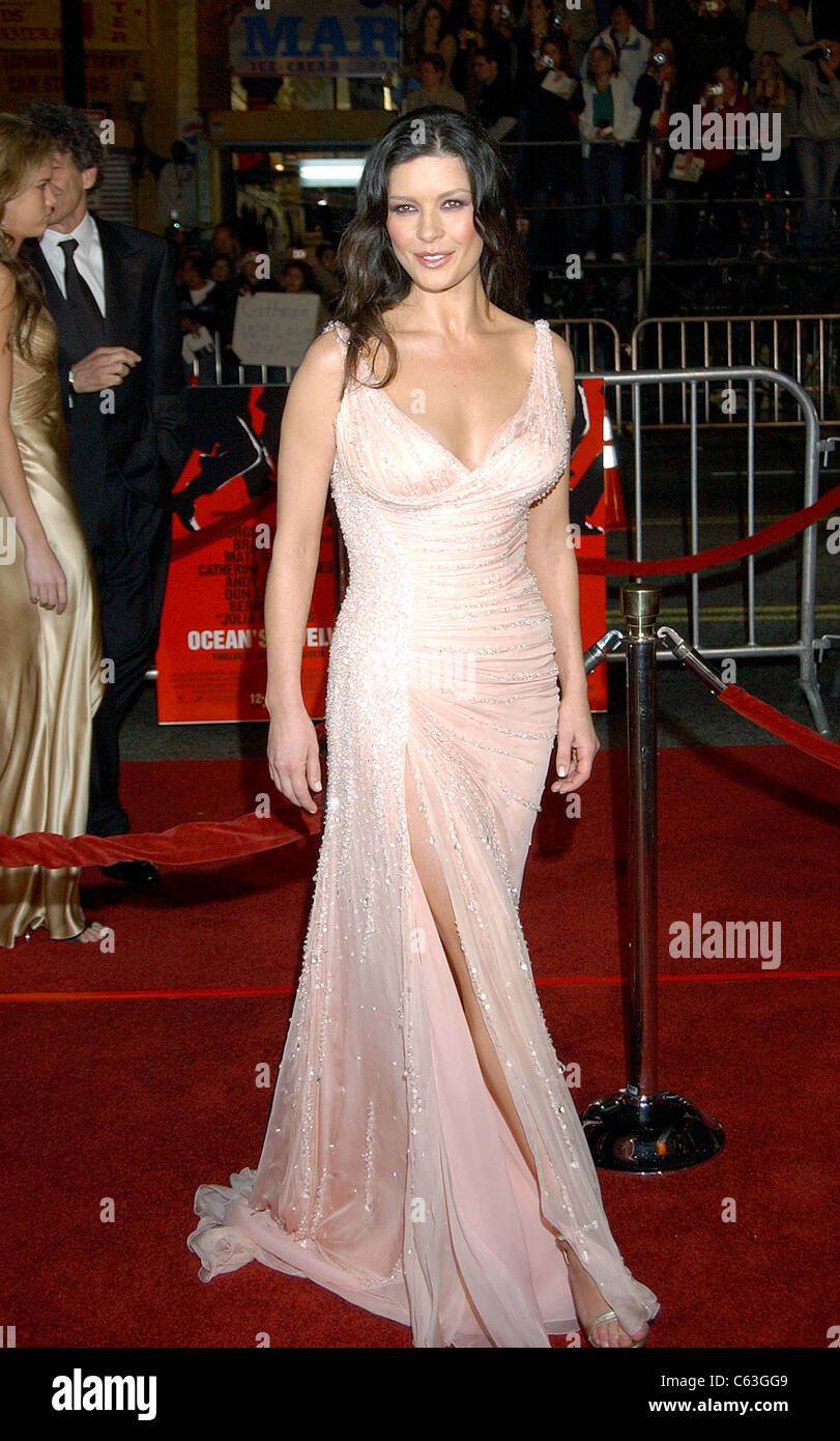 Catherine Zeta Jones At The Premiere Of OCEANS TWELVE Los Angeles CA December 8 2004 Photo John Hayes Everett Collection