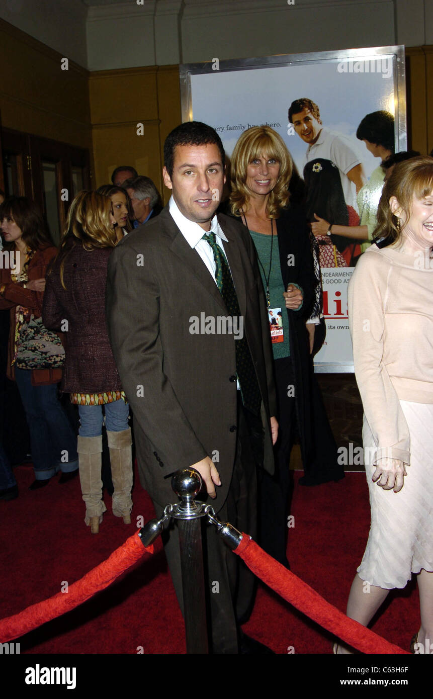 Adam Sandler at the premiere of SPANGLISH, Los Angeles, CA, December 9, 2004. (photo: Michael Germana/Everett Collection) - Stock Image