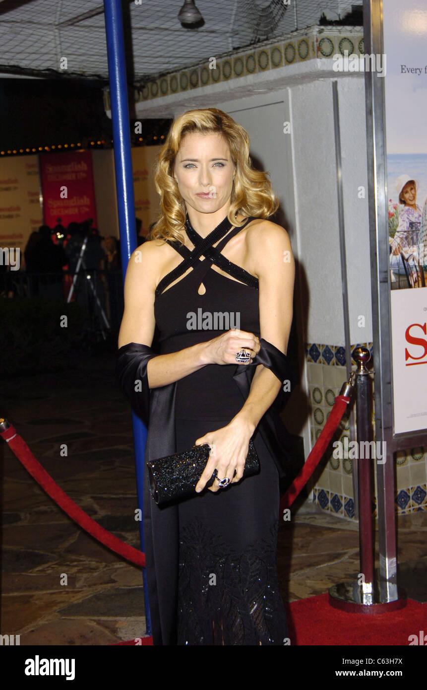 Tea Leoni at the premiere of SPANGLISH, Los Angeles, CA, December 9, 2004. (photo: Michael Germana/Everett Collection) - Stock Image