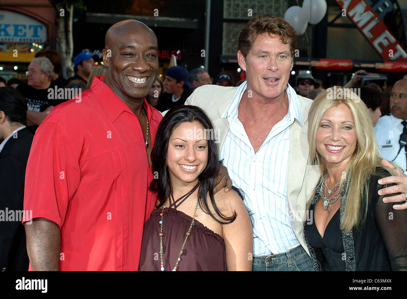 Michael Clarke Duncan, wife, David Hasselhoff, wife at arrivals for War of the Worlds Premiere, Grauman's Chinese Stock Photo