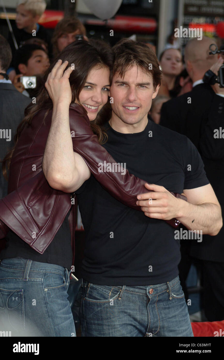 Tom Cruise, Katie Holmes at arrivals for War of the Worlds Premiere, Grauman's Chinese Theatre, Los Angeles, - Stock Image