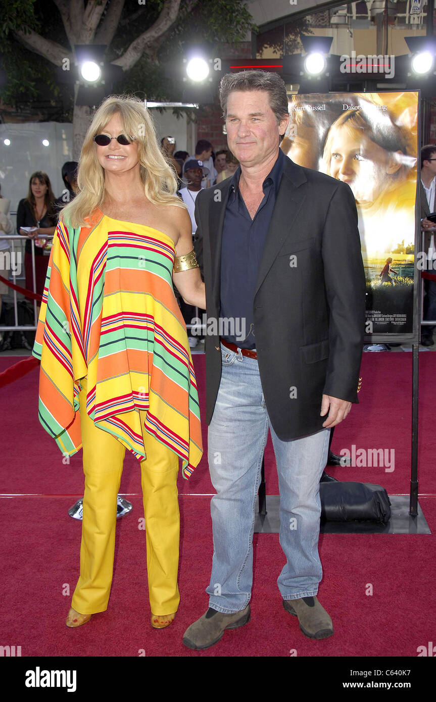 Goldie Hawn, Kurt Russell at arrivals for Premiere of DREAMER, Mann Village Theatre, Westwood, CA, October 09, 2005. - Stock Image