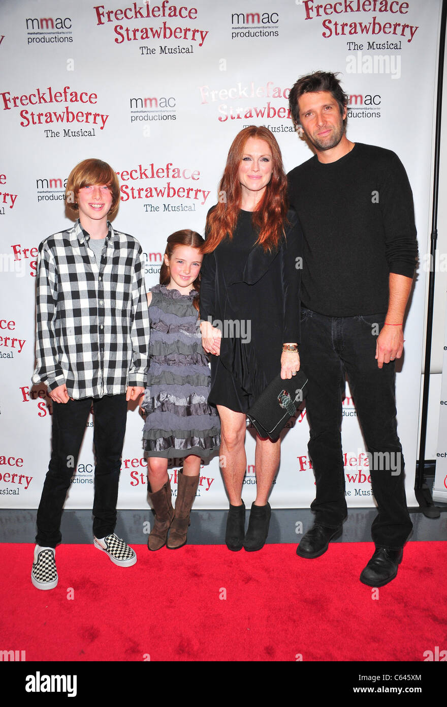 Julianne Moore, Bart Freundlich, Family at arrivals for Freckleface Strawberry The Musical Opening Night on Broadway - Stock Image