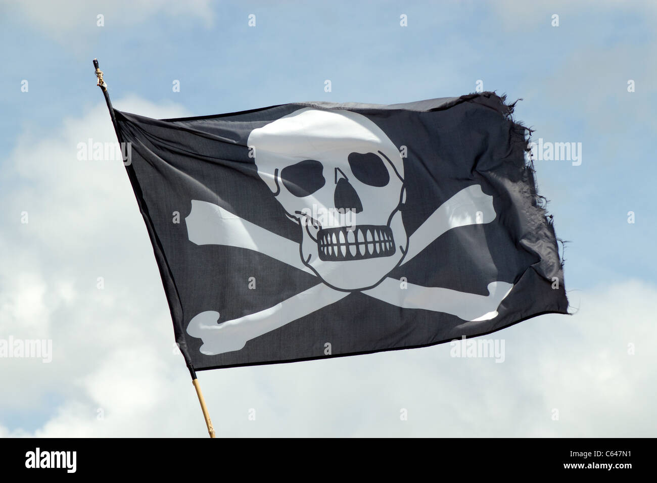 The Jolly Roger pirates ship skull and crossbones flag. - Stock Image