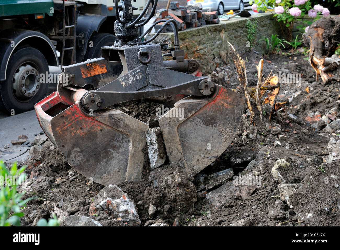 """""""Clam Shell bucket"""" used in ground clearance of domestic garden Stock Photo"""