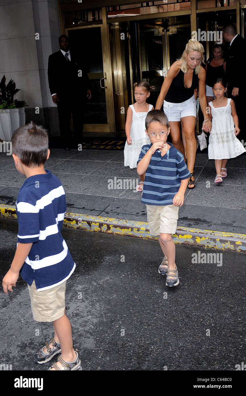 Kate Gosselin and her children, leave their Midtown Manhattan hotel out and about for CELEBRITY CANDIDS - THURSDAY, - Stock Image