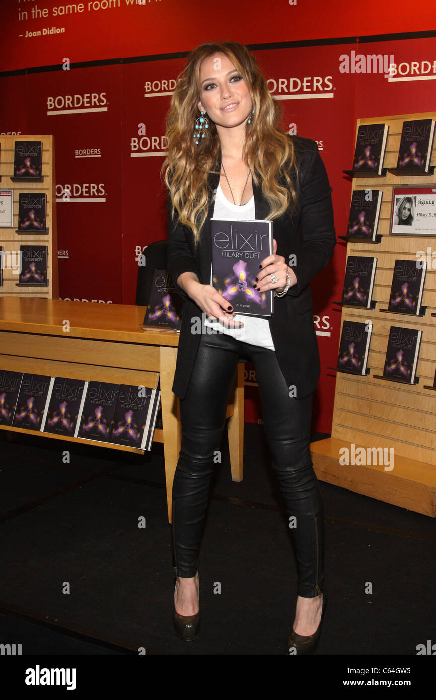 Hilary Duff at in-store appearance for Hilary Duff Promotes Her Newest Book, ELIXIR, Borders Columbus Circle, New - Stock Image