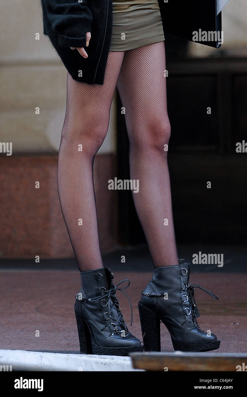Taylor Momsen, films a scene at the 'Gossip Girl' film set in Midtown Manhattan out and about for CELEBRITY - Stock Image