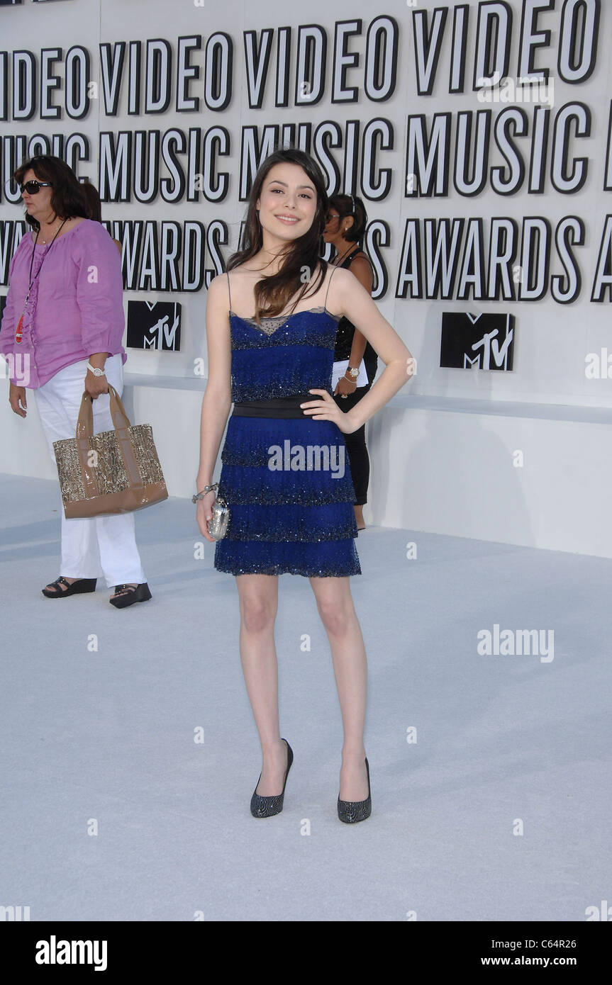 Miranda Cosgrove (wearing an Elise Overland dress) at arrivals for 2010 MTV Video Music Awards VMA's - ARRIVALS, - Stock Image