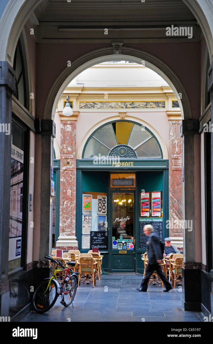 Brussels, Belgium. Galeries St Hubert (1864; J P Cluysenaer - neo-Classical) Café - Stock Image
