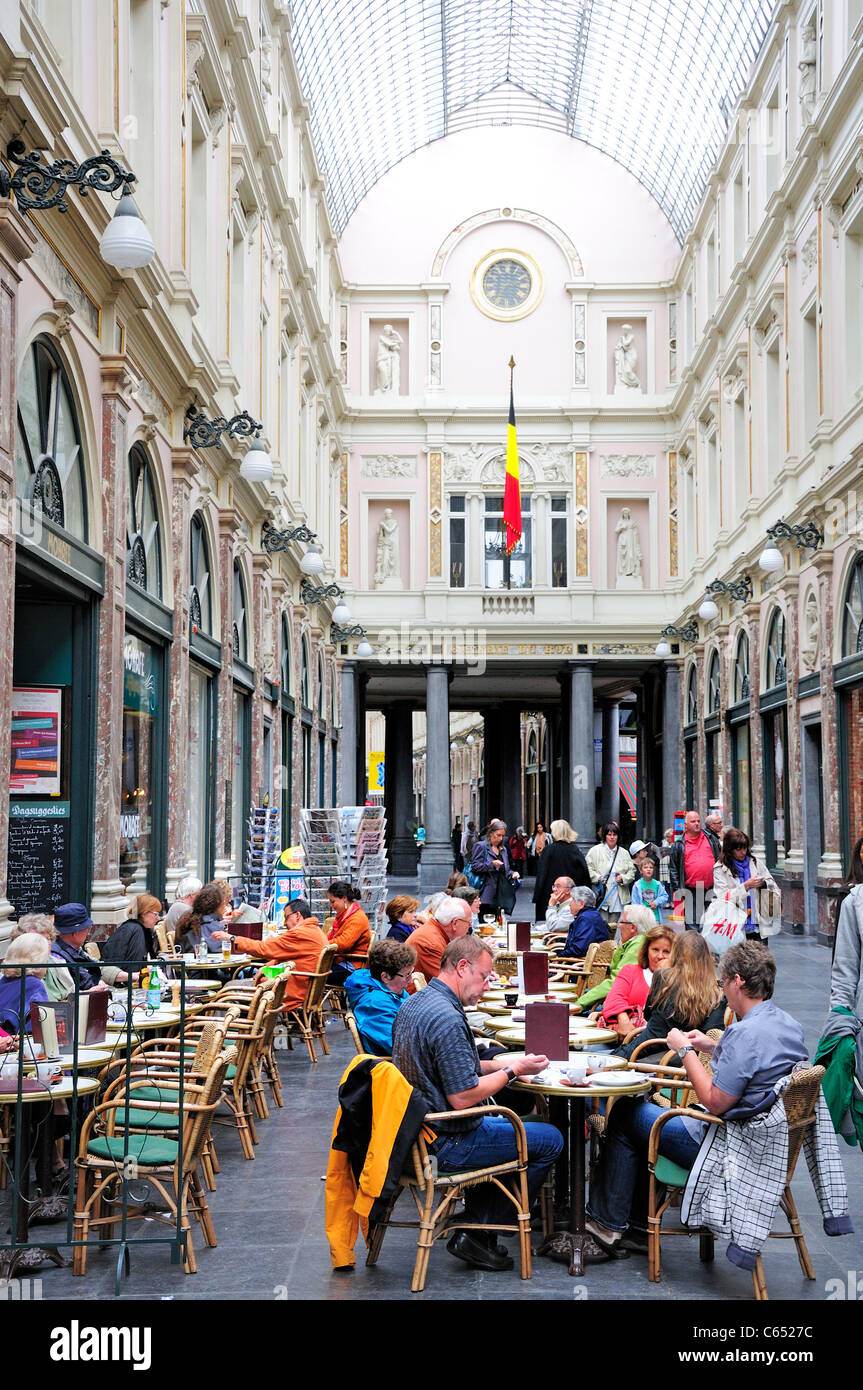 Brussels, Belgium. Galeries St Hubert (1864; J P Cluysenaer - neo-Classical) cafe tables - Stock Image