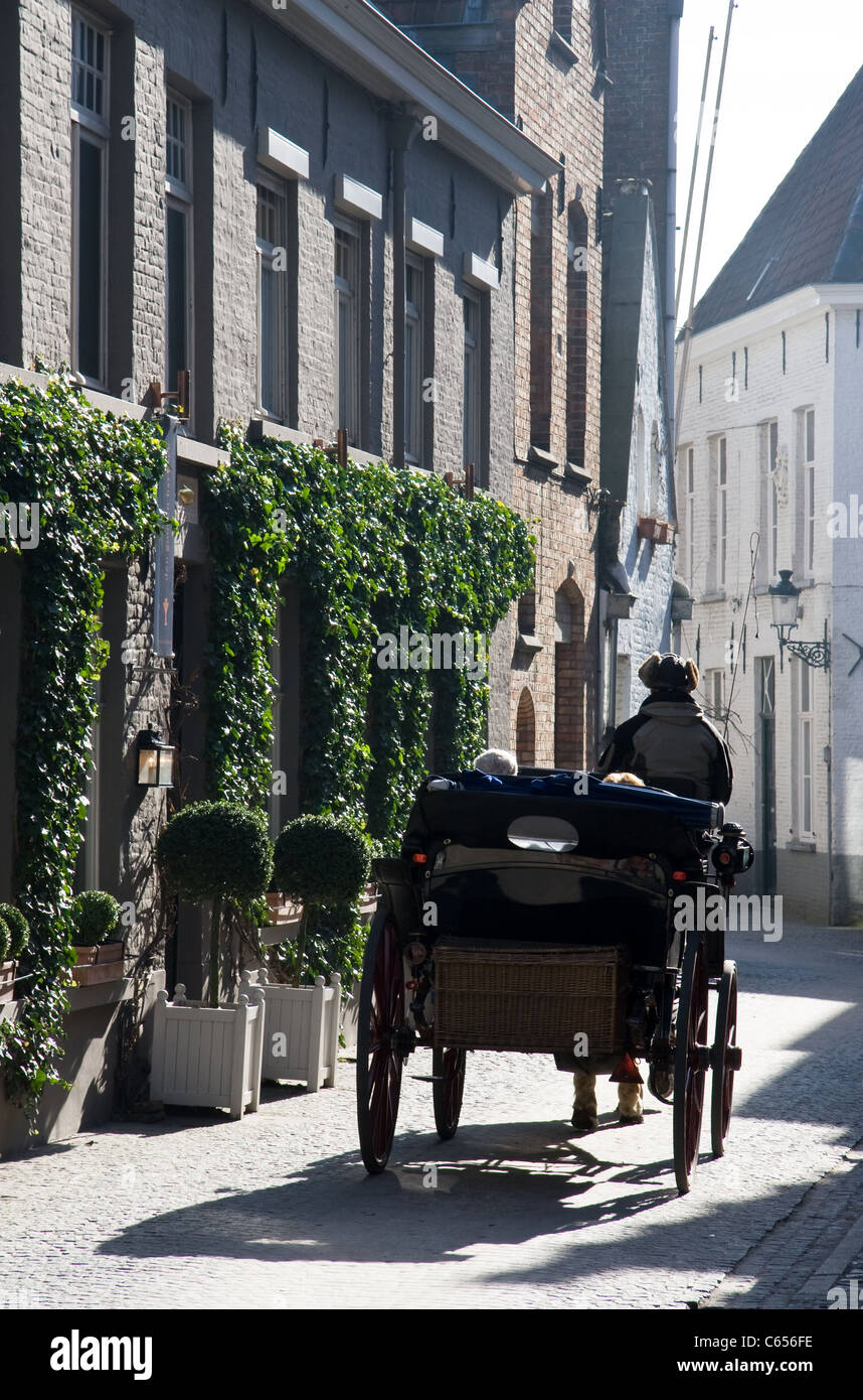Horse drawn carriage,cobbled streets of old town centre, Bruges, Belgium. - Stock Image