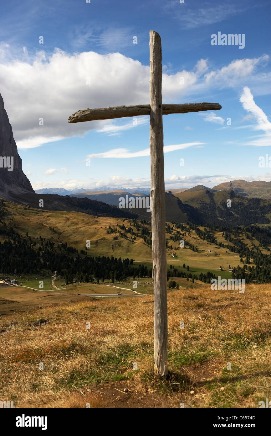 Wooden cross on Sella Pass, Dolomites, Italy - Stock Image