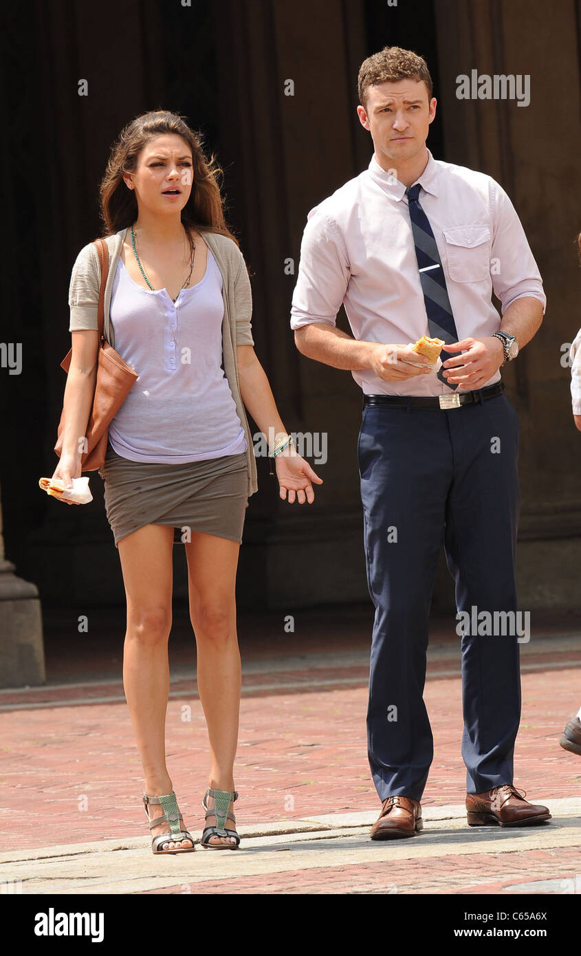 Mila Kunis, Justin Timberlake on location for FRIENDS WITH BENEFITS Film Shoot, Central Park, New York, NY July Stock Photo