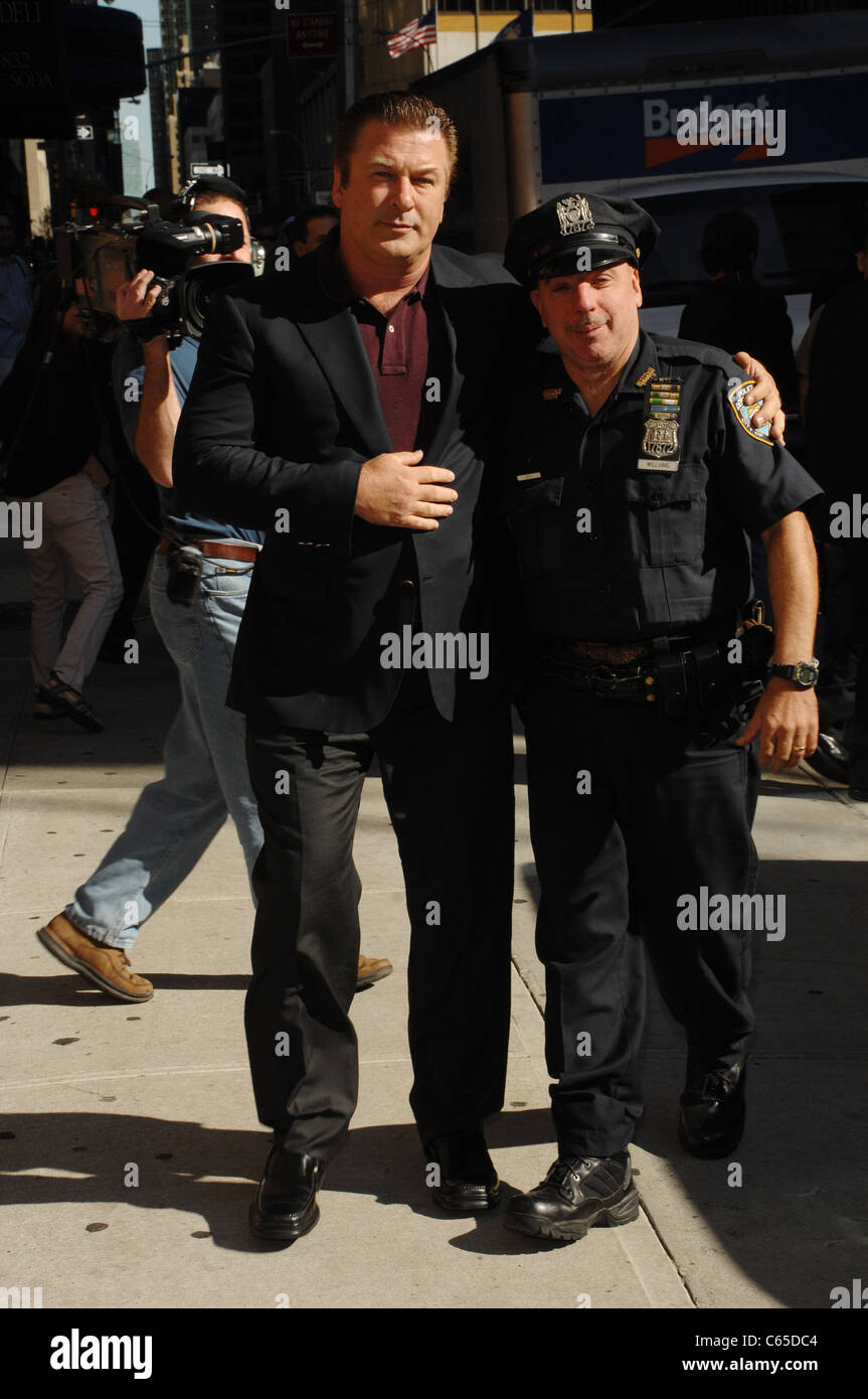Alec Baldwin, Officer Benny Williams at talk show appearance for The Late Show with David Letterman - TUE, Ed Sullivan - Stock Image
