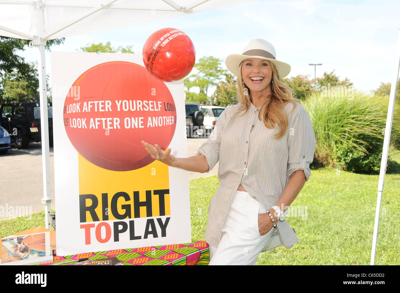 Christie Brinkley in attendance for RIGHT TO PLAY USA Fundraiser, , Sag Harbor, NY August 14, 2010. Photo By: Rob - Stock Image