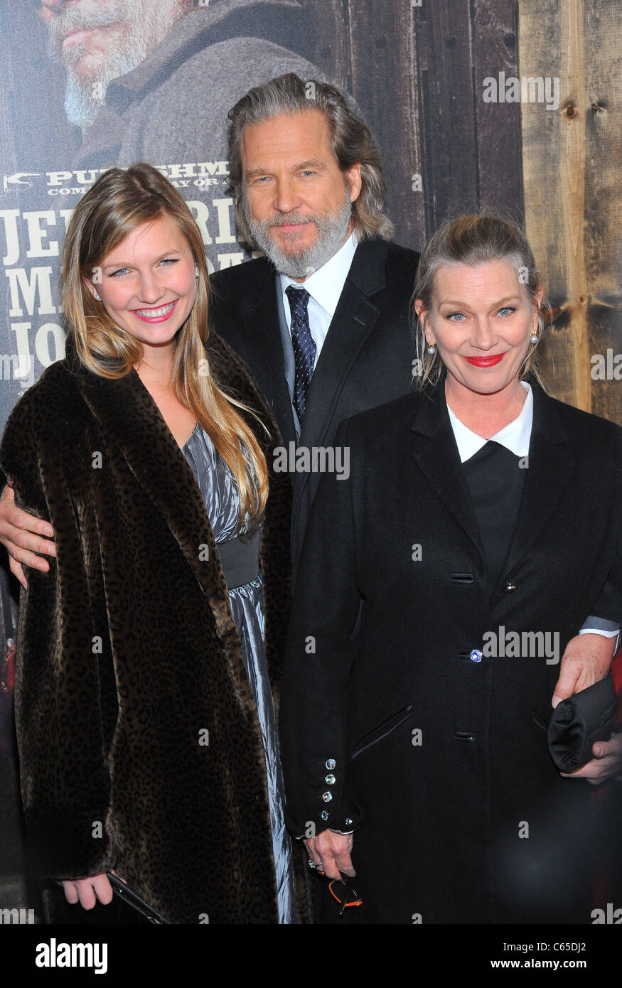 Jessie Bridges, Jeff Bridges, Susan Bridges at arrivals for TRUE GRIT Premiere, The Ziegfeld Theatre, New York, - Stock Image