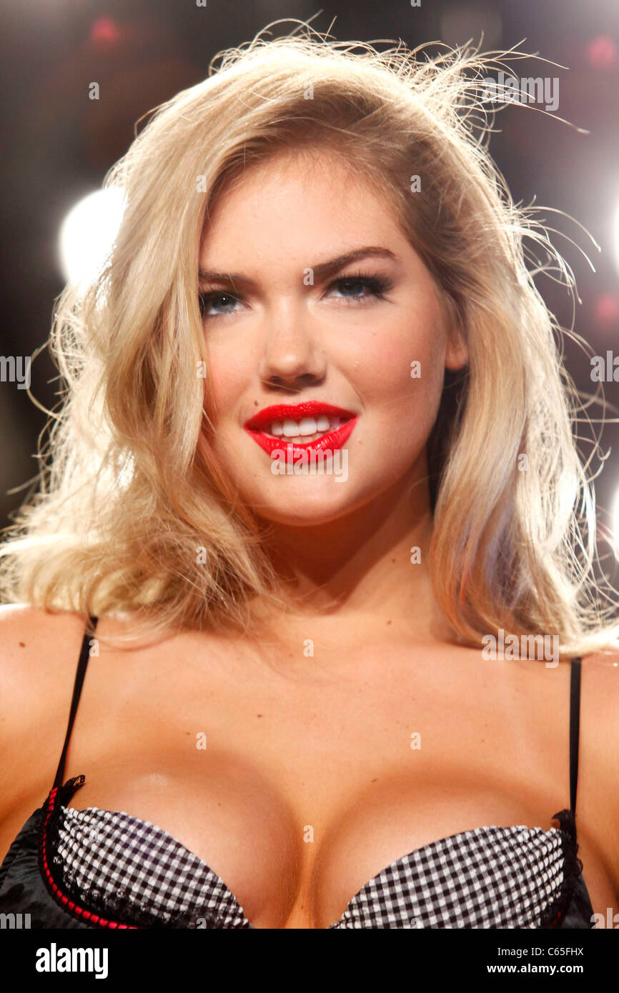 Kate Upton on the runway for Beach Bunny Swimwear Show at Mercedes-Benz Fashion Week Swim, The Raleigh, Miami, FL - Stock Image
