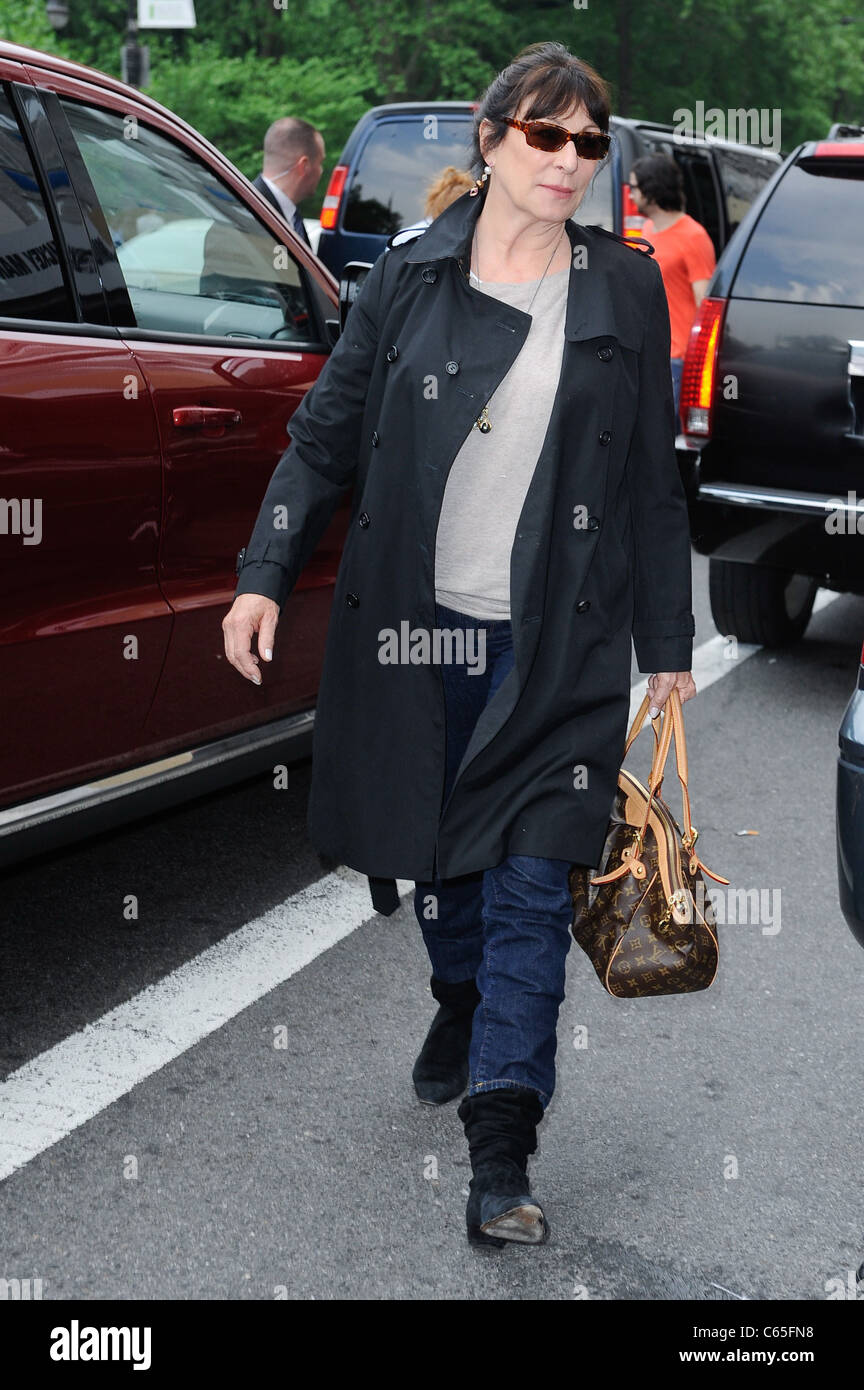 Anjelica Huston, enters a Midtown Manhattan hotel out and about for CELEBRITY CANDIDS - SUN, , New York, NY May - Stock Image