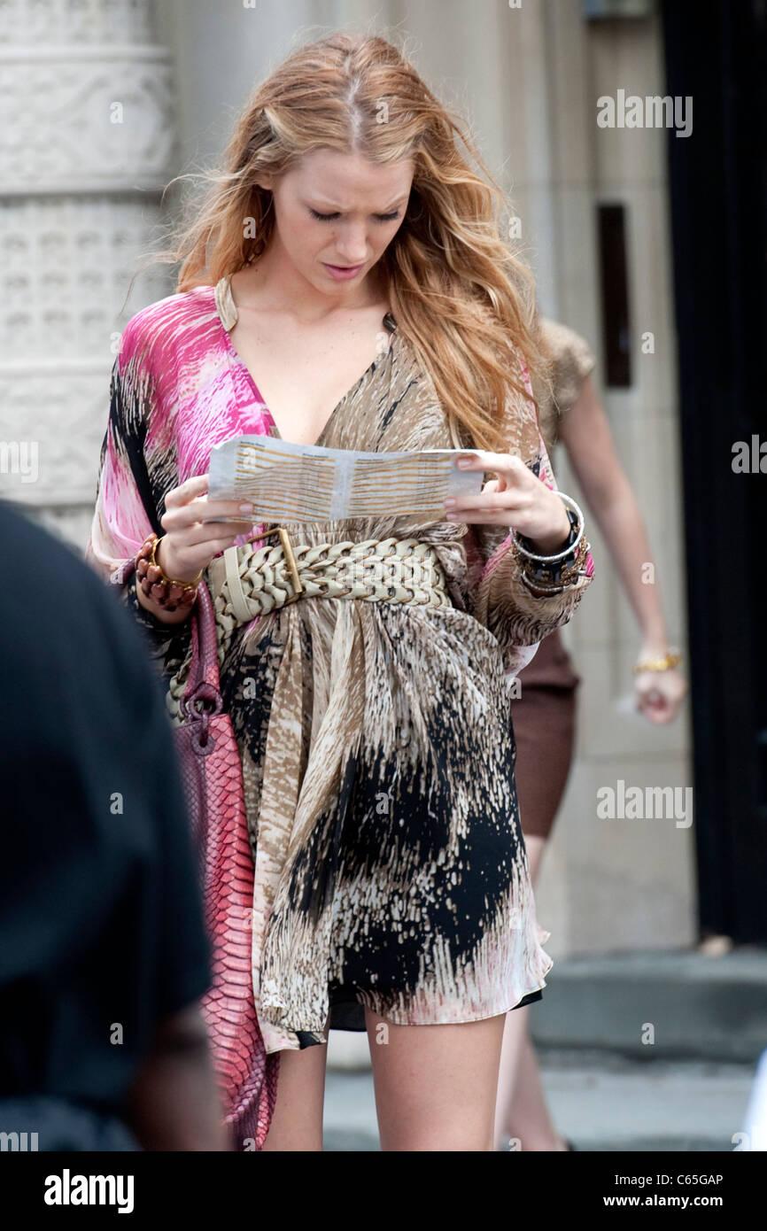 Blake Lively Wearing A Diane Von Furstenberg Dress On Location Film Stock Photo Alamy