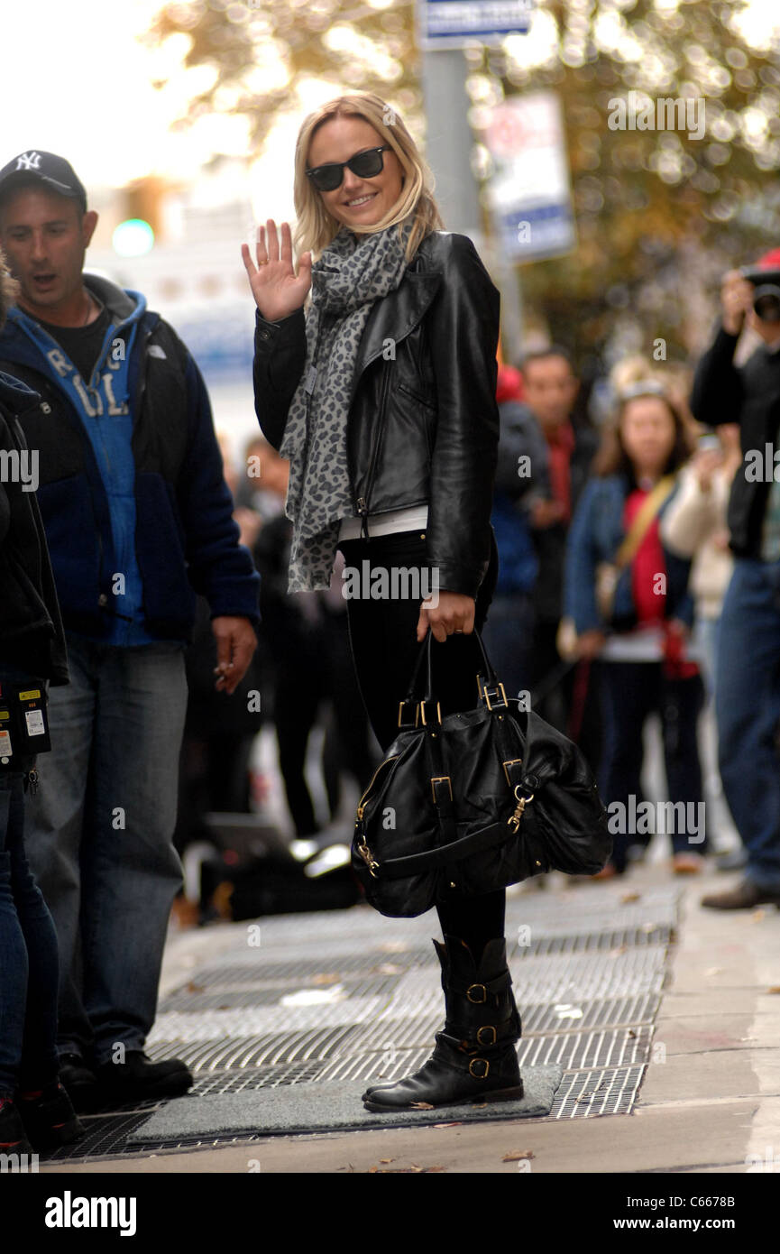 Malin Akerman out and about for WANDERLUST Film Shoot in Manhattan, , New York, NY November 18, 2010. Photo By: - Stock Image