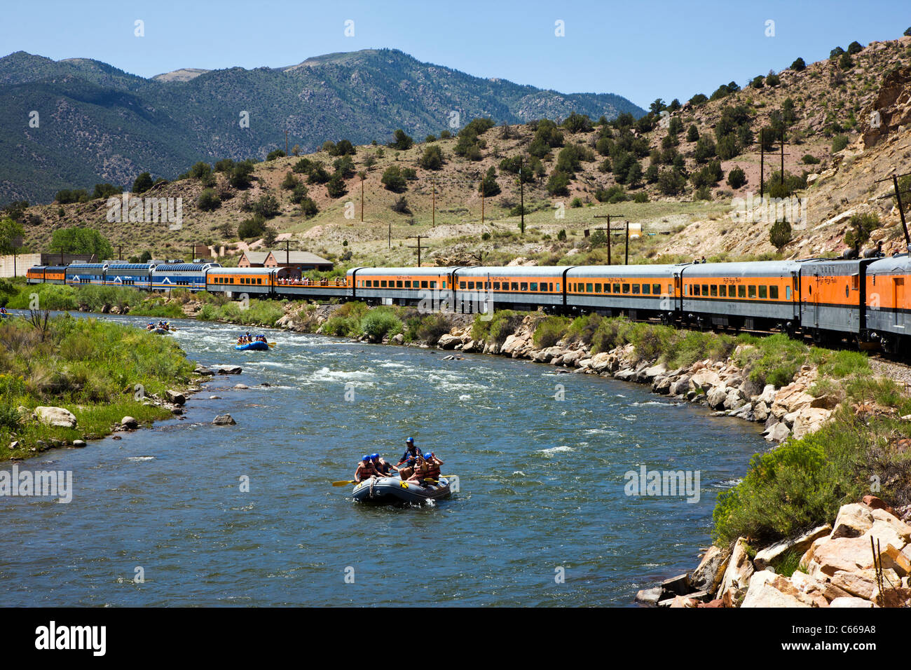 Popular tourist train runs through the 1,000' deep Royal Gorge Route along the Arkansas River, Central Colorado, - Stock Image