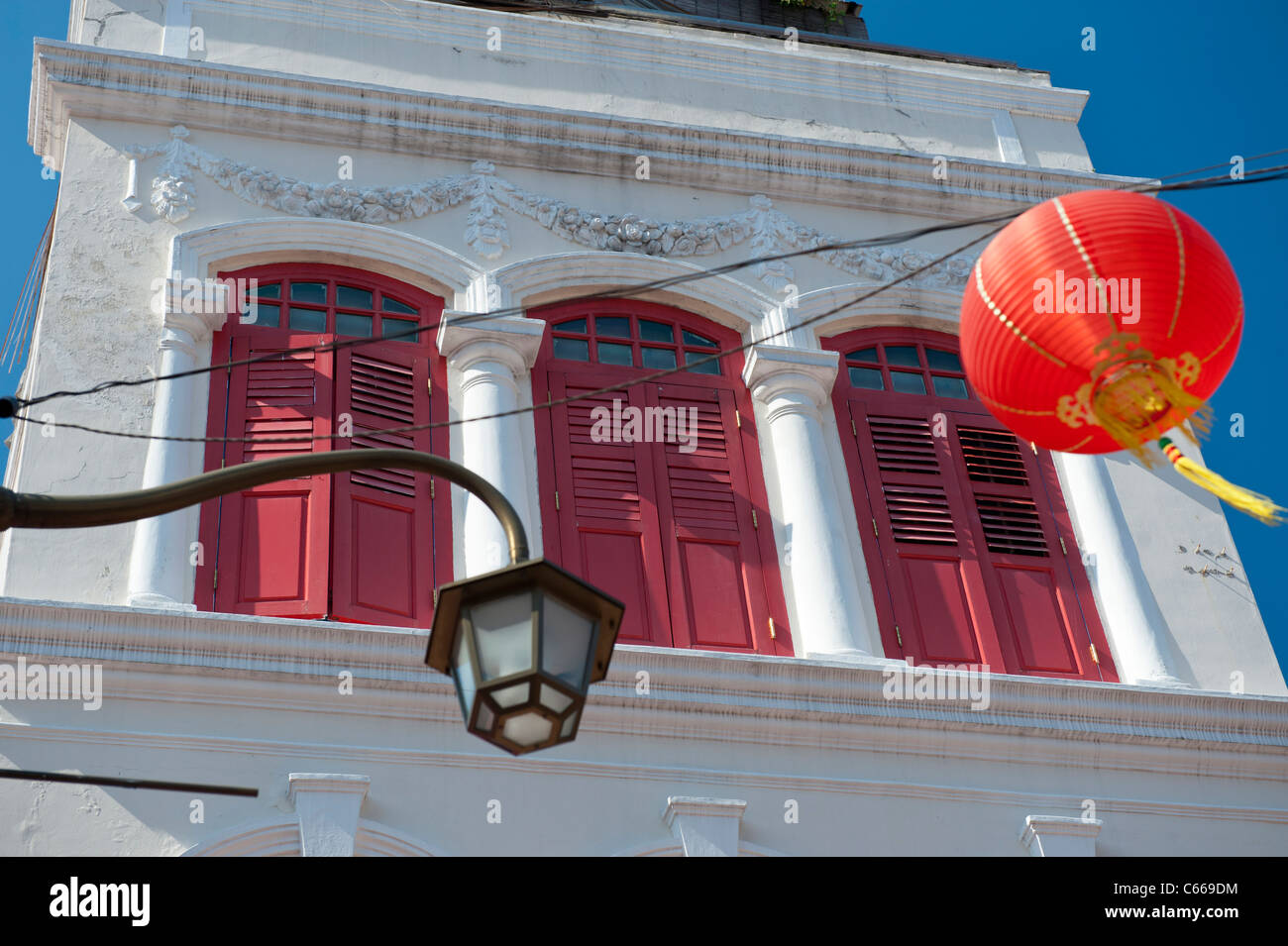 Colorful Shophouse in Chinatown, Singapore - Stock Image