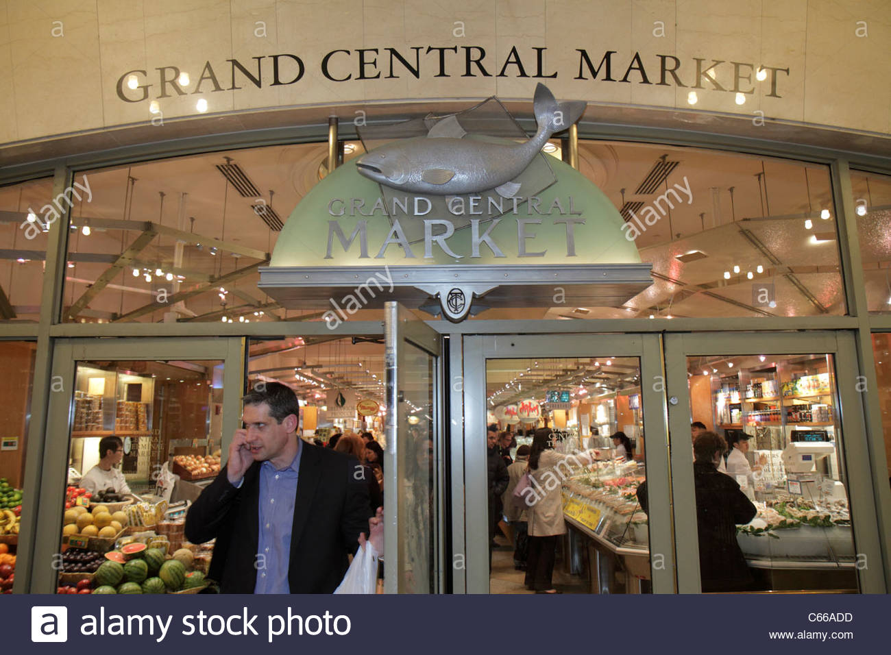 Manhattan New York City NYC NY Midtown 42nd Street Grand Central Station terminal train Grand Central Market shopping - Stock Image