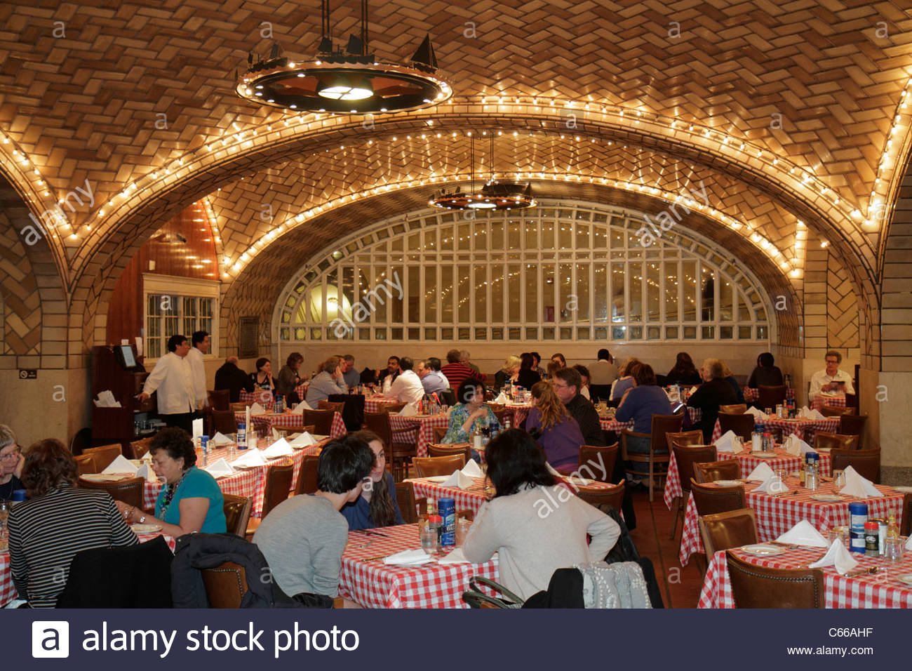 Grand Central Oyster Bar Stock Photos & Grand Central Oyster Bar ...