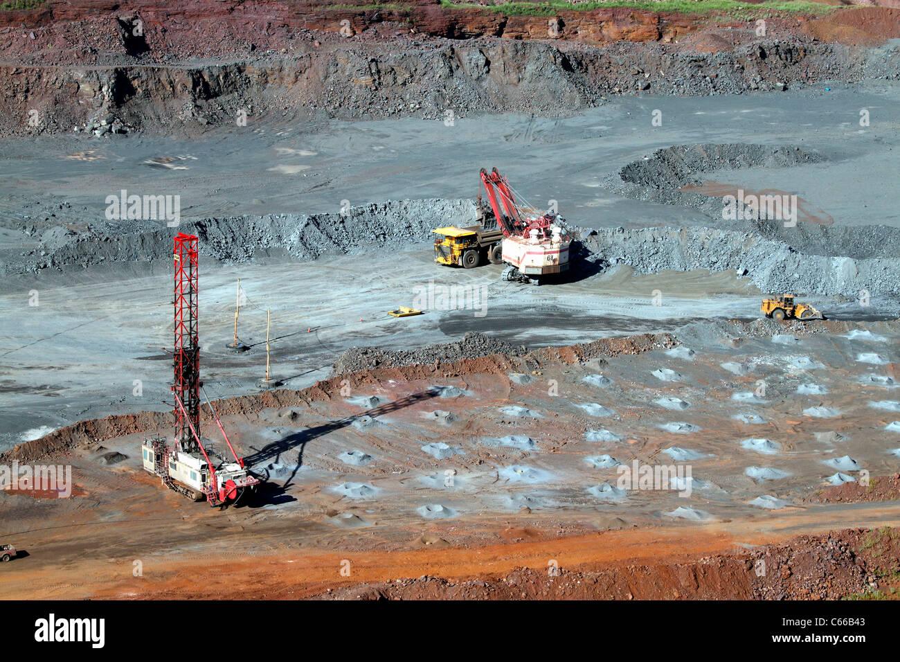 Hull Rust – Mahoning Open Pit Iron Mine, Haul and blast pattern operations - Stock Image