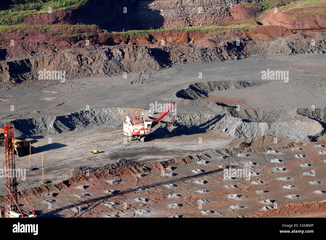Hull–Rust–Mahoning Open Pit Iron Mine, enormous electric shovel - Stock Image