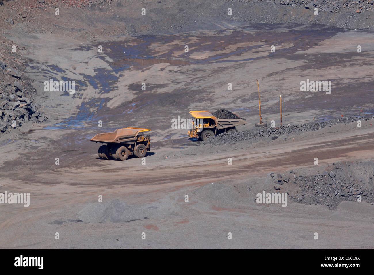 Hull Rust – Mahoning Open Pit Iron Mine, hauling ore - Stock Image
