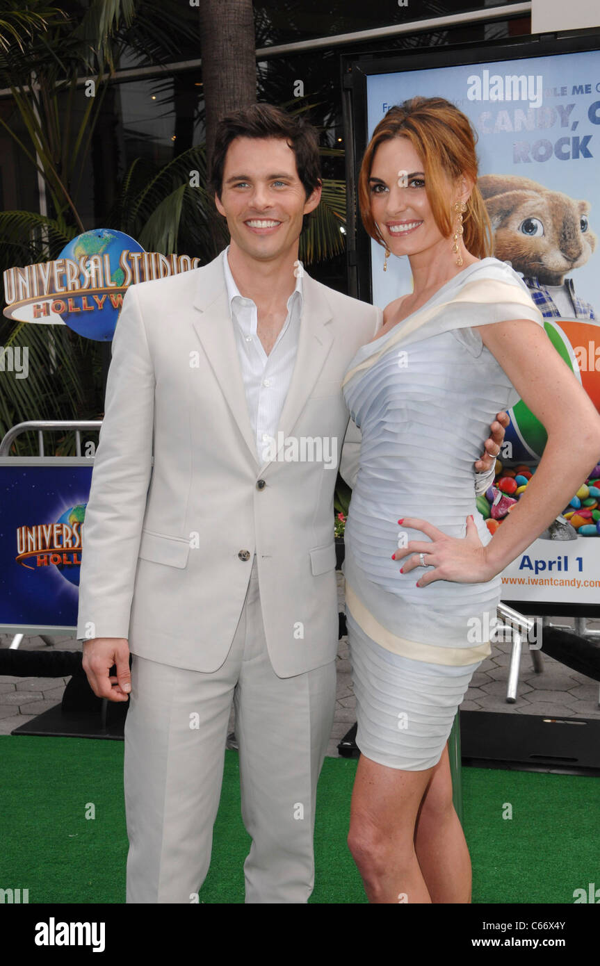 James Marsden, Lisa Linde at arrivals for HOP Premiere, Universal CityWalk, Los Angeles, CA March 27, 2011. Photo Stock Photo